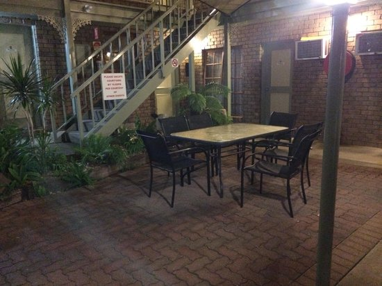City Colonial Motor Inn: Courtyard