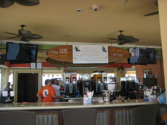 Surfside Beach Restaurant & Bar: Bancone del locale