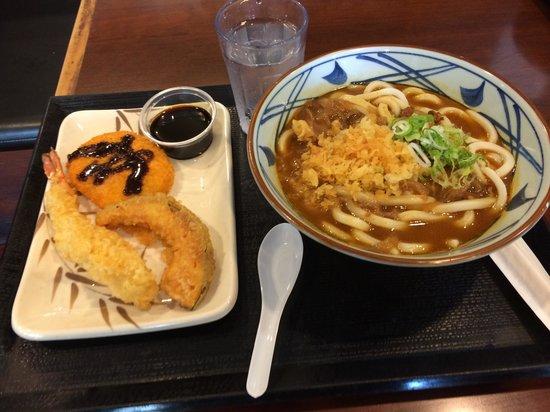 Marukame Udon Waikiki : Curry Udon with Tempura & Croquette