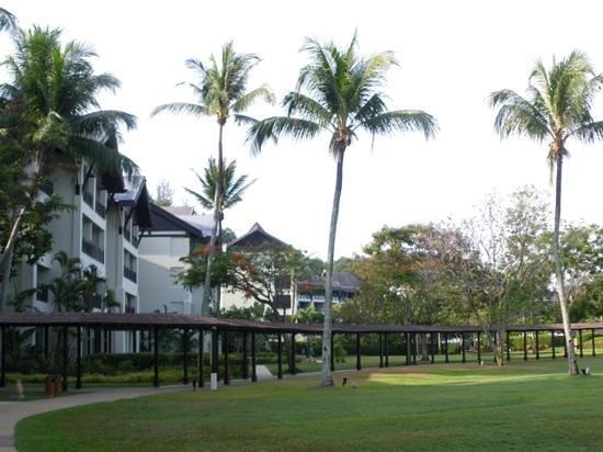 Shangri-La's Rasa Ria Resort & Spa: Gardens
