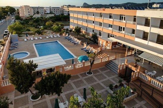 Hotel Estudios Tropicana: vistas del hotel y la pisicna