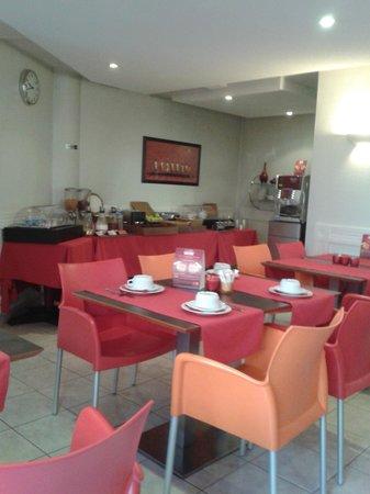 Adagio Access Nice Acropolis: salle du petit dejeuner