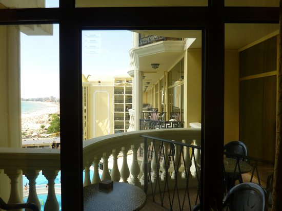 Victoria Palace Hotel & Spa: Room view with shared balcony