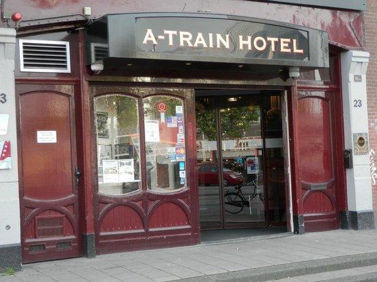 A-Train Hotel: Ingresso