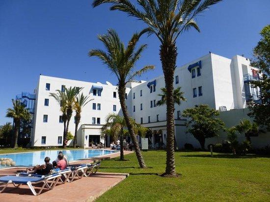 Ibis Tanger Free Zone hotel : Ibis Tanger Free Zone, côté piscine