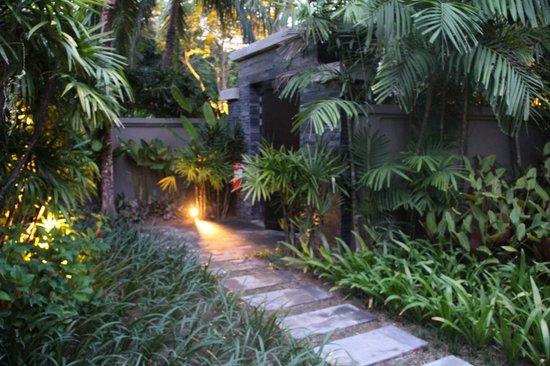 Anantara Layan PhuketResort : villa entrance