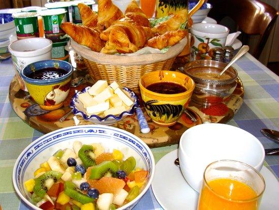 Villa l'Aimee: Breakfast at Villa L'Aimée