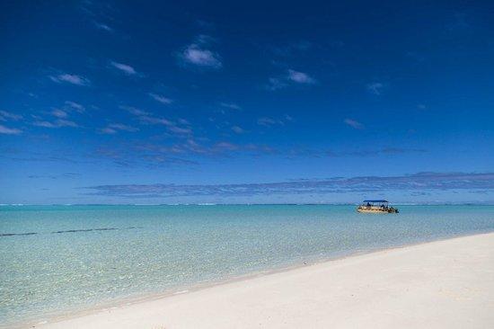 Aitutaki Adventures: Yellow boat at sandbar