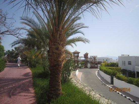 Maritim Jolie Ville Golf & Resort : Мост ведущий на пляж