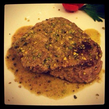 Ristorante Al Pozzo Etrusco da Giovanni: Filetto ai pistacchi di bronte