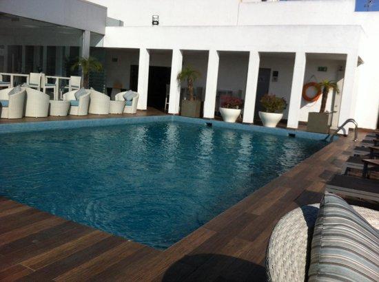 Mövenpick Hotel Casablanca : La piscine magnifique