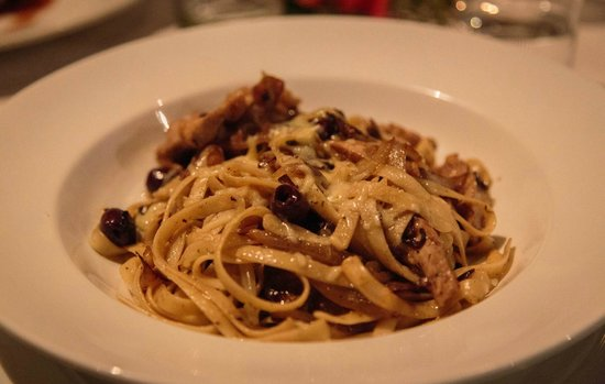 Tamanu Beach Resort: Outstanding pasta with chicken and olives