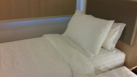 d'primahotel WTC Mangga Dua : Bed yg bagus dgn bahan yg berkelas