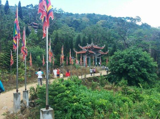Linh Son Truong Tho pagoda: Дорога от канатки