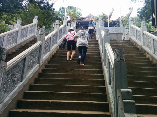 Linh Son Truong Tho pagoda: Ступеньки