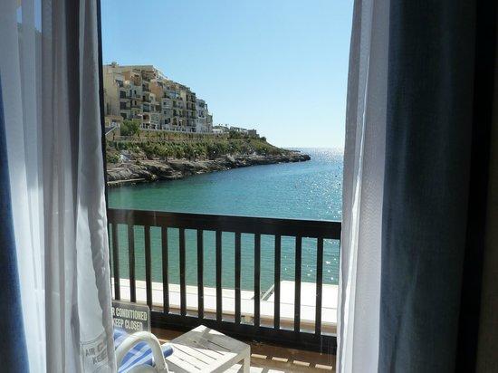 Saint Patrick's Hotel: Bedroom 103 balcony and Xlendi Bay