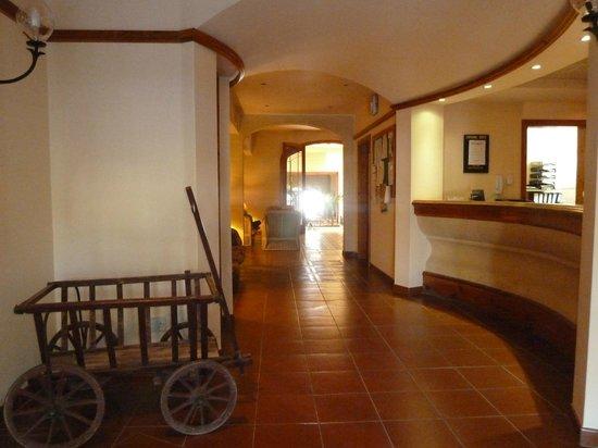 Saint Patrick's Hotel: Reception and public area