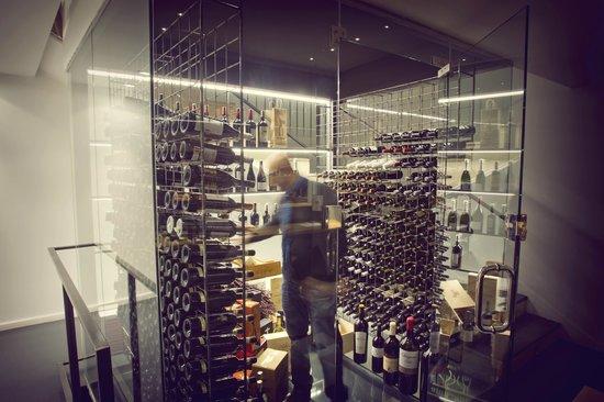La Tavina : Nuestra vinoteca refrigerada