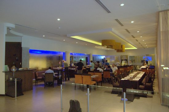Riande Aeropuerto: Dining area - buffet breakfast