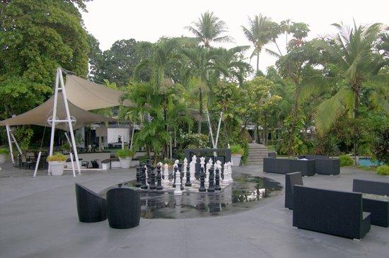 Riande Aeropuerto: Garden courtyard etc