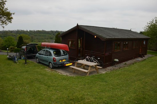 Kilcorby Log Cabins: Large 6 Berth log cabin with parking