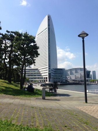 Hotel Monterey Yokohama: Along the seafront