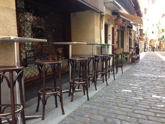 Politena: El exterior del bar/rte