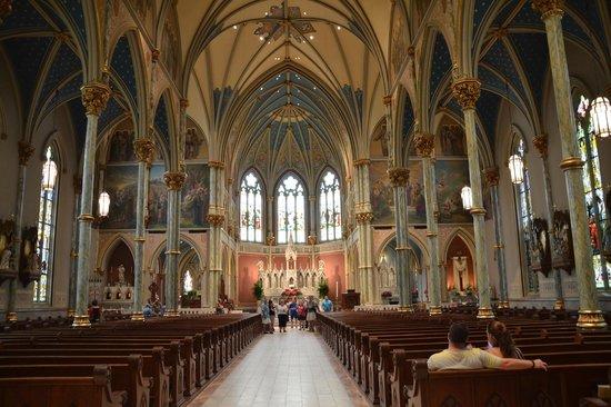 Cathédrale Saint-Jean-Baptiste : Inside St. John the Baptist Catholic Church