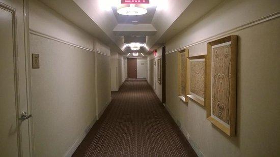 The New Yorker A Wyndham Hotel: corridoio