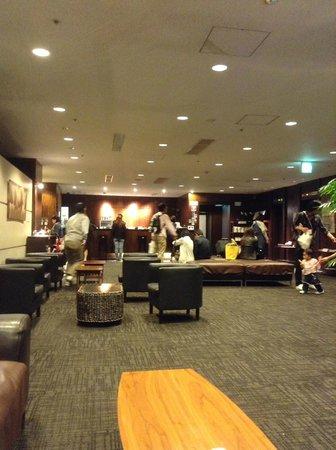 Hotel Wing International Nagoya : Busy lobby