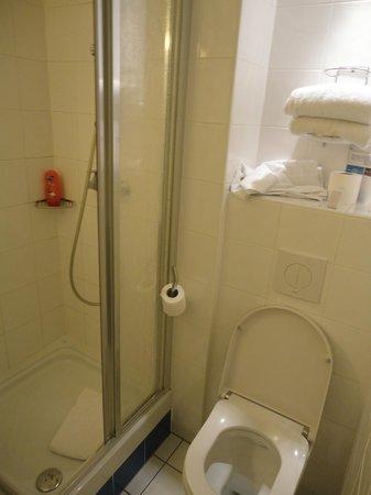 Kyriad Hotel Paris Bercy Village: toilet