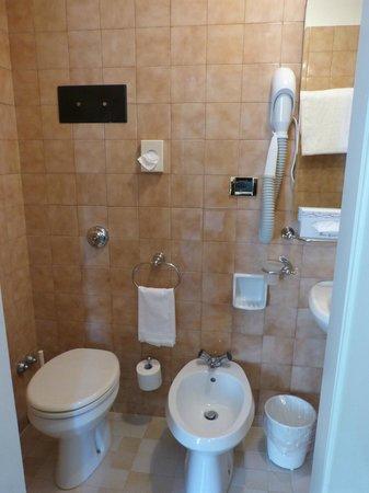 Hotel Gardena: Salle de bains