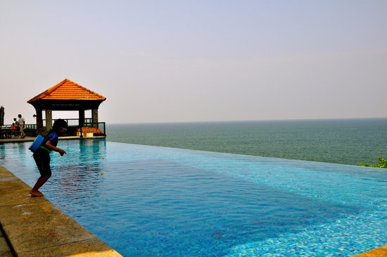 The Leela Kovalam Beach: Infinity pool exclusively for Club Rooms