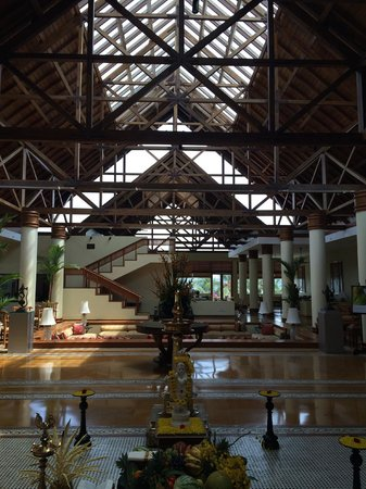 The Leela Raviz Kovalam: Naturally ventilated lobby with huge vaulted ceiling