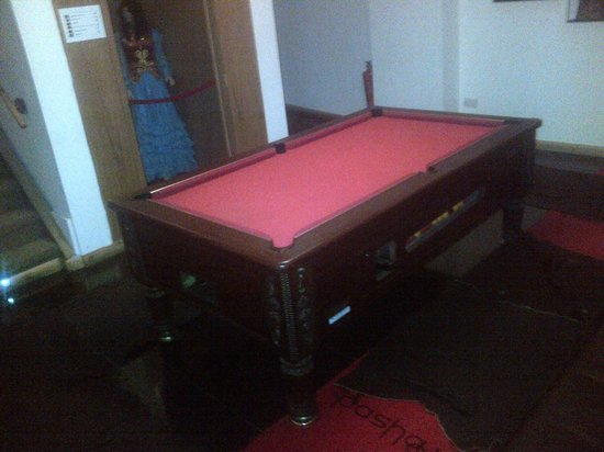 Pasha Hotel : Pool table in the corridor...watched by the dummies....obviously...why not??