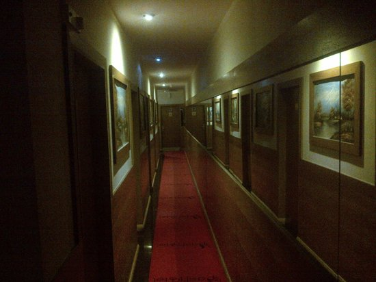 Pasha Hotel: I like to call this one - 'The Brothel Corridor' - with towels all over the floor!