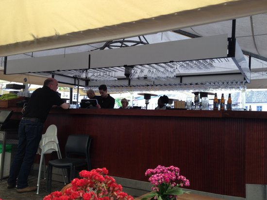 Victors: Bancone bar