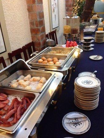 De Syloia Hotel: 朝食ビュッフェ1
