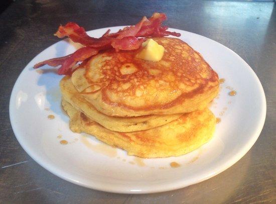 DYNE : Bacon & maple syrup pancakes - Sunday brunch