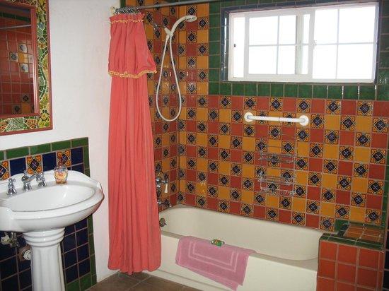 Cross Creek Cottages: Lovely Bathroom