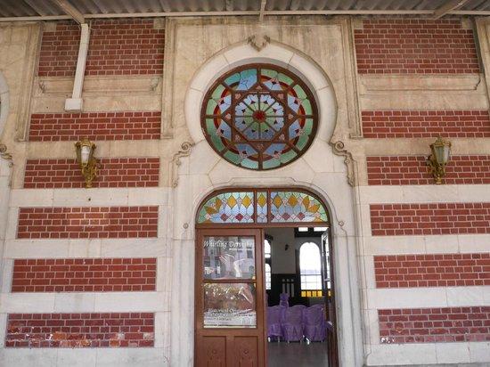 Sirkeci Station : The door