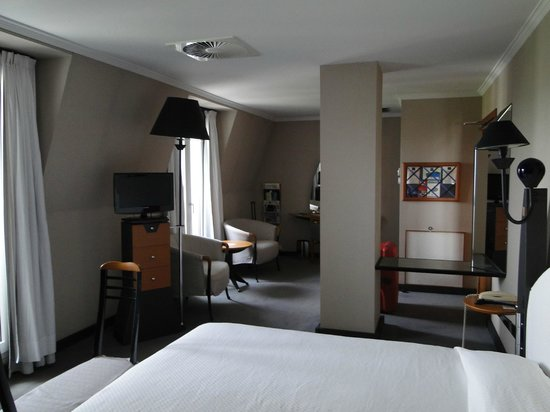 L'Imperial Palace: Grote kamer