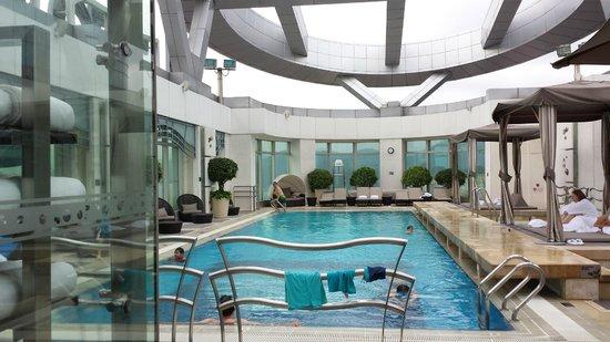 Cordis, Hong Kong at Langham Place : View of the swimming pool