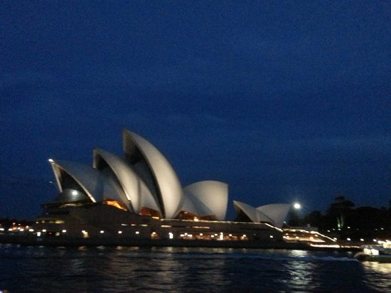 Manly Ferry : Iconic sails at night
