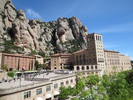 Barcelona Turisme - Afternoon in Montserrat Tour: Wonderful contradictions
