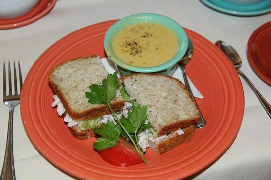 Charlotte Lane Cafe & Crafts: Wonderful homemade soup and a black forest ham sandwich