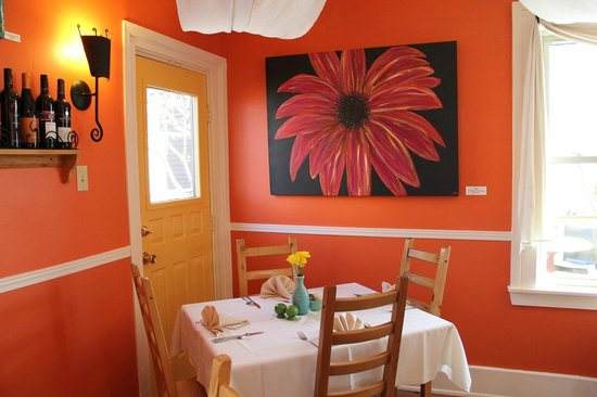 Charlotte Lane Cafe & Crafts: Lovely paintings grace the walls