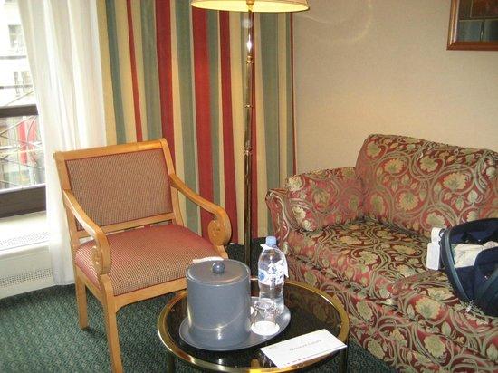 Moscow Marriott Grand Hotel: coin salon