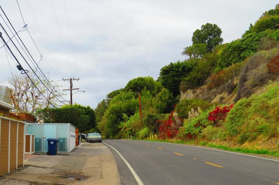 Malibu Colony: Narrow access roads