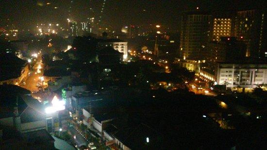 Gino Feruci Braga Hotel: Night view